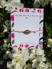 "Schelp Armband Met Kaartje ""You Are Gold"" Creme Wit"