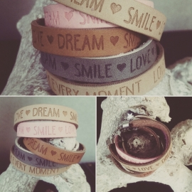 "Leren Tekst Armband ""Dream Smile Love"" Cognac"