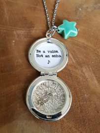 "Medaillon Ketting ""Be A Voice, Not An Echo"""