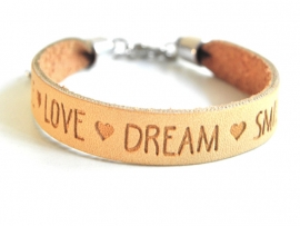 "Leren Tekst Armband ""Smile Love Dream"" Camel"