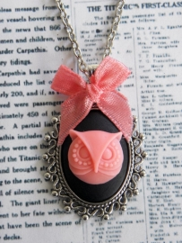 "Uil Ketting ""Cameo Owl"" Black / Pink"