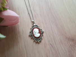 "Camee Ketting ""Wine Red Lady"""