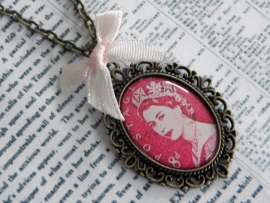 "Ketting ""God Save The Stamped Queen"""