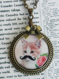 """The Mustached Cat Collection Ketting """"Gizmo"""""""