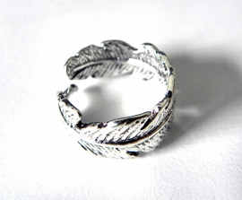 """Veer Ring """"Silver Feather"""""""