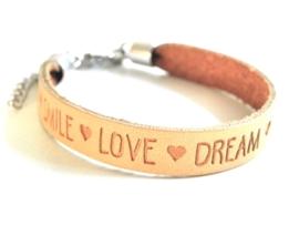 """Leren Tekst Armband """"Smile Love Dream"""" Camel"""
