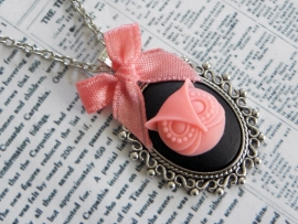 """Uil Ketting """"Cameo Owl"""" Black / Pink"""