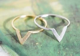 """Ring """"V Shape"""" Zilver Plated of Goudkleur"""