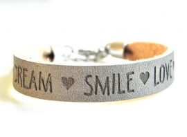 "Leren Tekst Armband ""Smile Love Dream"" Grijs"
