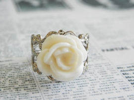 "Zilverkleurige ring ""Ivory Rose"""