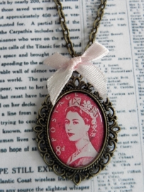 """Ketting """"God Save The Stamped Queen"""""""