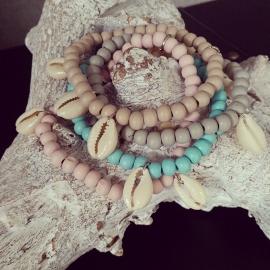 """Armband """"Woody Seashell"""" Keuze uit 4 kleuren"""