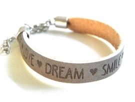 """Leren Tekst Armband """"Smile Love Dream"""" Grijs"""