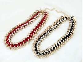 "Statement Ketting ""Chained Stones Bordeaux"""