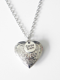 "Medaillon Ketting ""Carpe Diem From The Heart"" Met of Zonder Extra Letter Ketting"