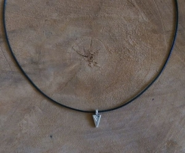 "Choker Ketting ""Subtile Arrow"""