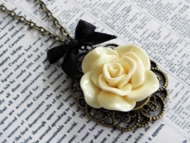 "Ketting ""Vintage Framed Flower"""