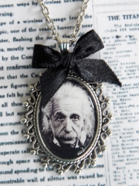 """Ketting """"Einstein"""" Zilverkleur"""