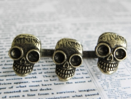 "Two Finger Ring ""Three Skulls"""