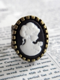 "Camee Ring ""Lady Cameo in Black"""