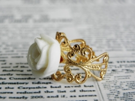 "Goudkleurige Ring ""Ivory Rose"""