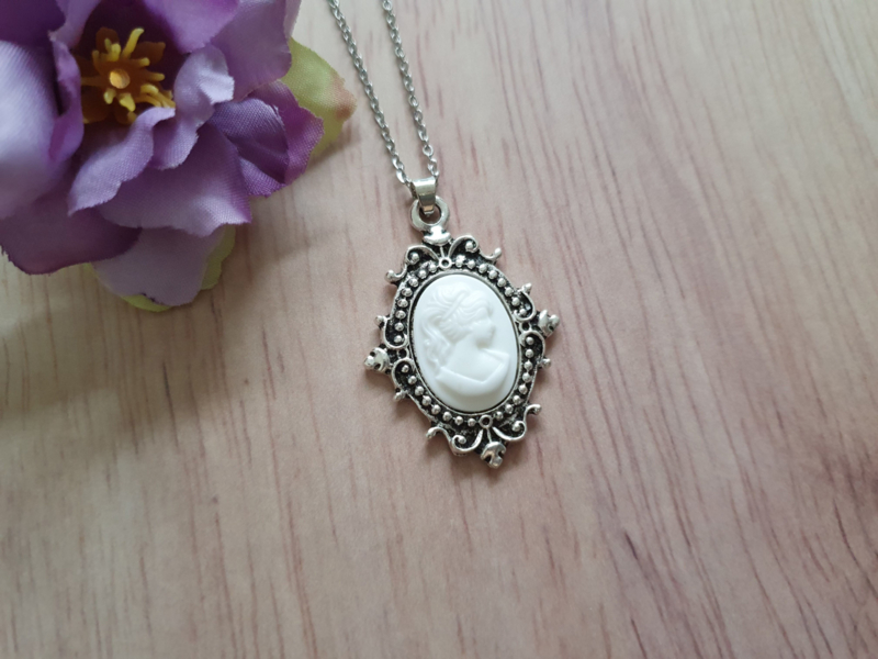 """Camee Ketting """"All White"""""""