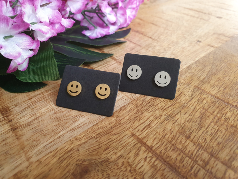 """Smiley Oorbellen """"Smiley Studs' Zilver of Goud - Stainless Steel"""