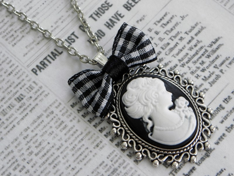 "Camee Ketting ""Large Bow Cameo"""