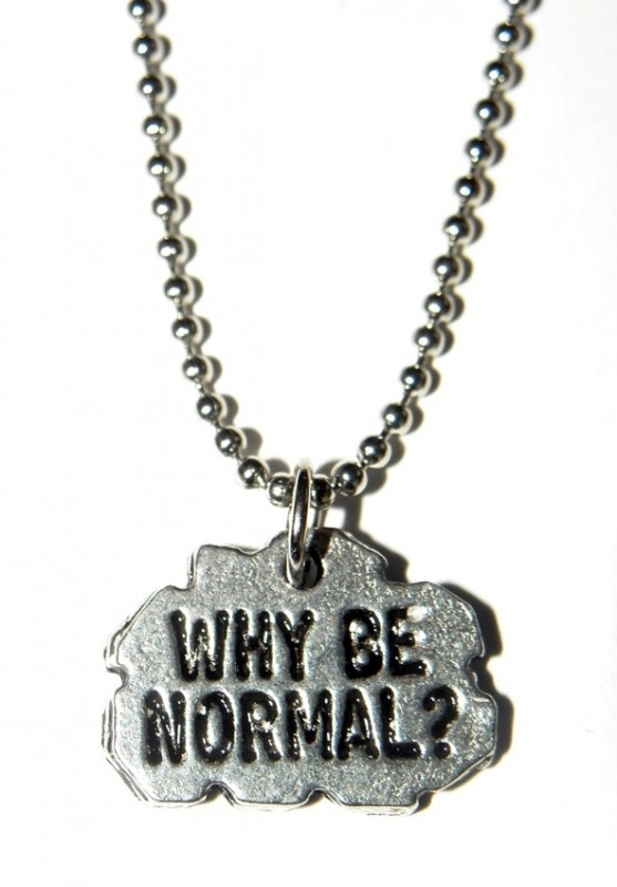 "Tekst Ketting ""Why Be Normal?"""