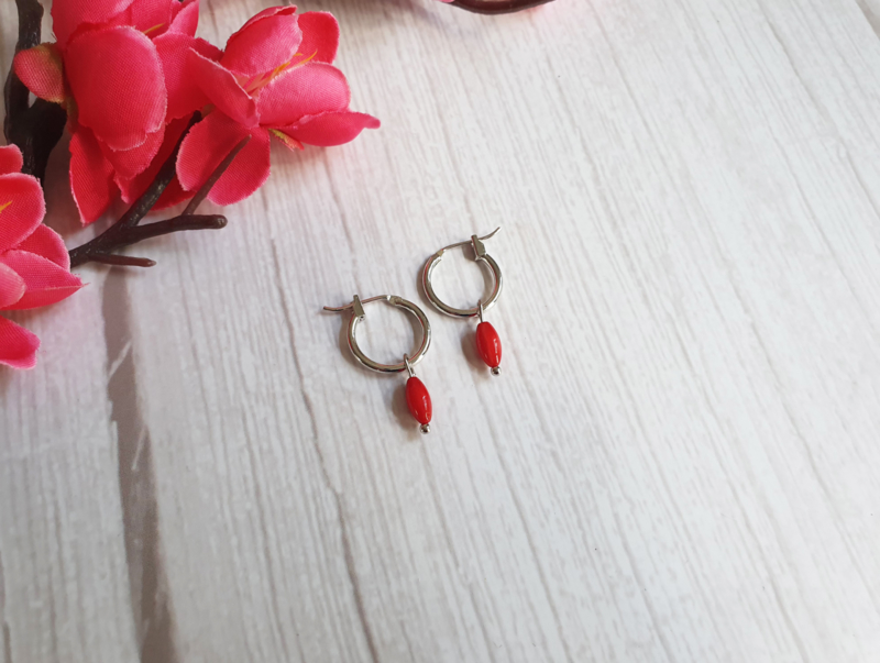 "Oorbellen ""Coral Red Hoops"""