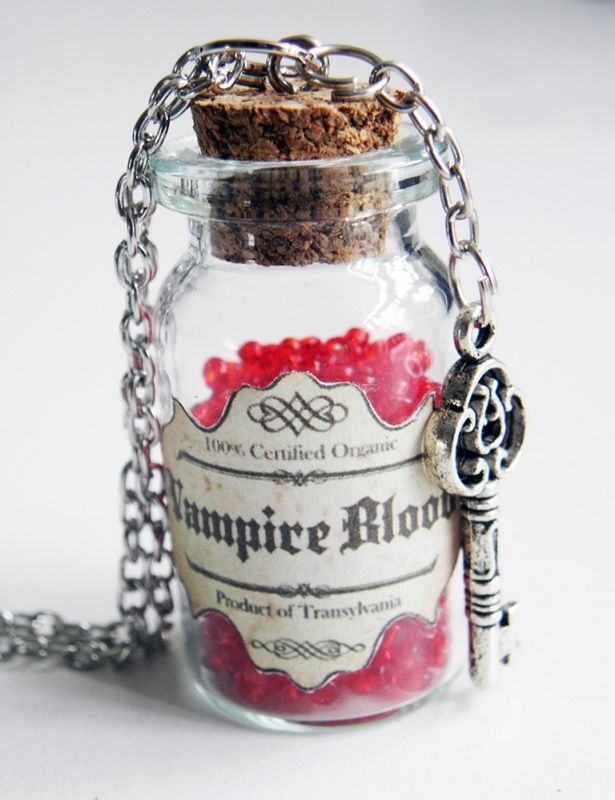 "Ketting ""Bottled Vampire Blood"""