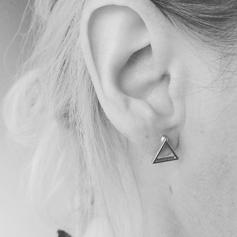 """Oorbellen """"Open Triangle"""""""