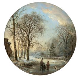 Winterlandschap met schaatsers bij ondergaande zon