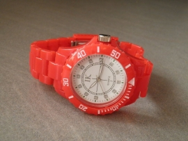 Horloge. Rood! Nieuwe Trend!