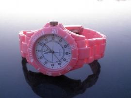 Horloge. Roze! Nieuwe Trend!