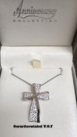 Zilveren kruis met Swarovki crystal