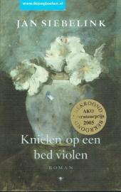 Siebelink, Jan ; Knielen op een bed violen
