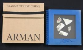 Catalogus met origineel Chinees porselein op de cover, Fragments de Chine