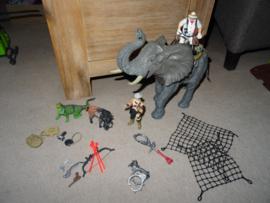 Set met Olifant, 2 poppen en 2 extra dieren