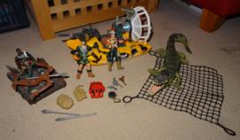 Set met Hoovercraft, Boomstamvlot , 3 poppen en Krokodil
