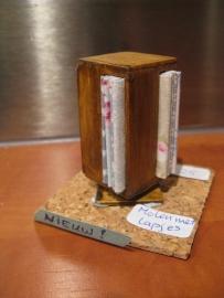 Draaibaar kastje met lapjes stof (zelf maken)