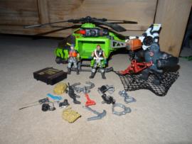 Set met Helicopter, 2 poppen en Gorilla