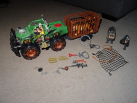 Set met Terreinwagen en kooiaanhanger, 1 pop en 3 dieren