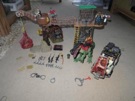 Set met Boomhut, Jeep, 4 poppen en 4 dieren