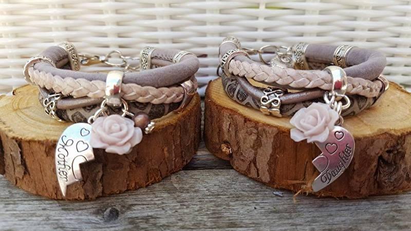 set van 2 enkele armbanden met moeder - dochter bedels!