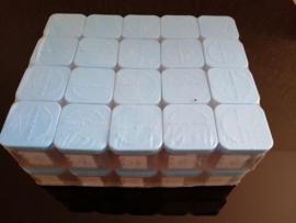 400 doosjes met spelden