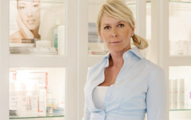 Salons dicht? Doe je behandeling thuis: YouTube/JacquelineRosenberg