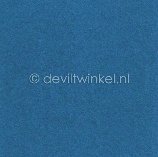 Wolvilt Middenblauw 20 bij 30 cm.