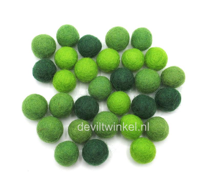 Wolkralen mix in groene tinten. 50 gram (± 30 wolkralen)