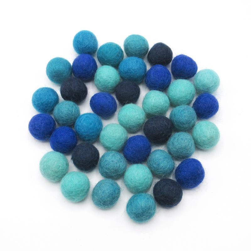 Wolkralen mix in blauwe tinten. 50 gram (± 35 wolkralen)